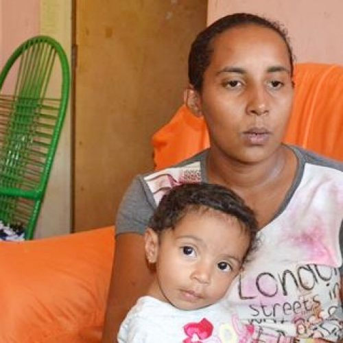 Mãe picoense busca ajuda para custear tratamento da filha que sofre com doença rara