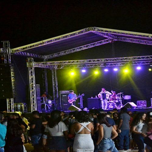 FOTOS | Missa em ação de graças e shows ao vivo marcam 2º dia da EXPO CAPRINOR em Simões