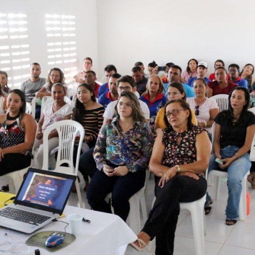 """MASSAPÊ   Saúde promove palestra com profissionais; """"Estamos cuidando de quem cuida"""", disse secretária"""