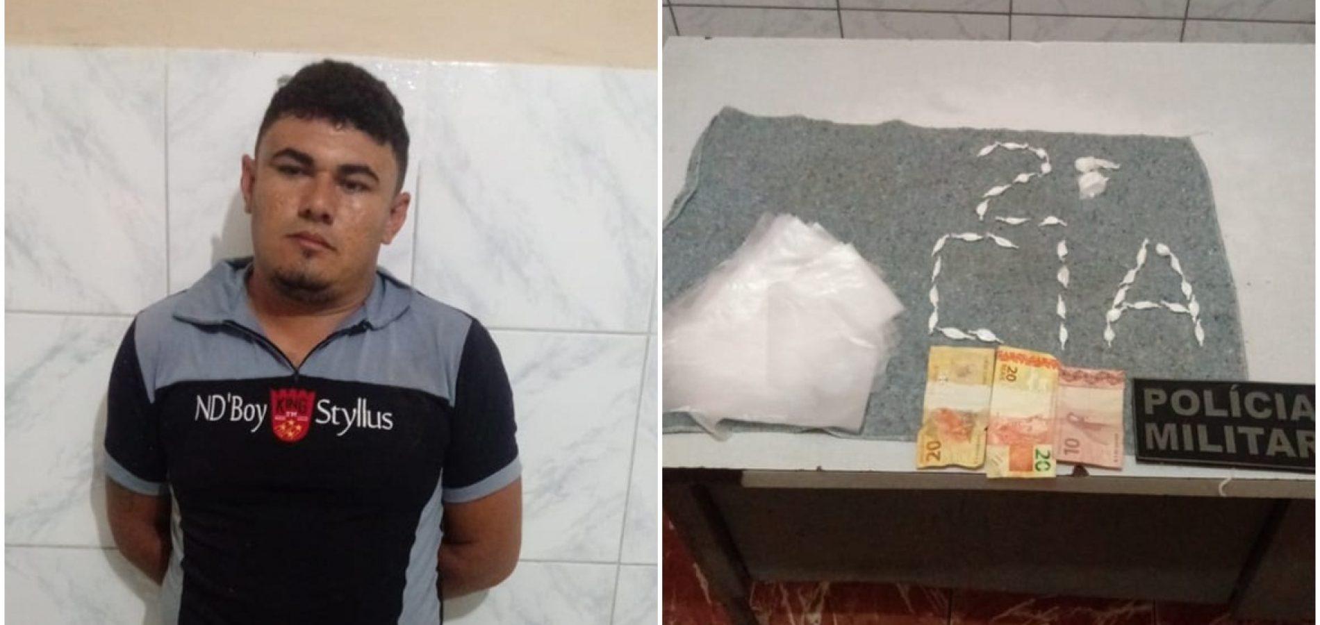 Homem tenta fugir de blitz e é preso com drogas em Simões
