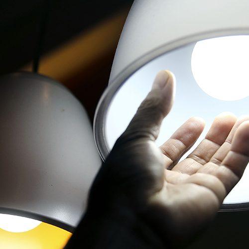 Conta de luz pode ter alta de 13%; saiba como economizar
