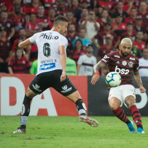 Santos sofre com Gabigol e Flamengo dispara na ponta do Brasileirão