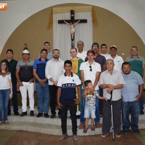 Vaqueiros participam de missa e cavalgada na I Festa do Vaqueiro de Picos