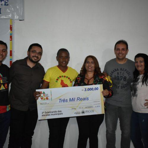 Aluno da Escola Municipal Dorinha Xavier vence o segundo concurso do Soletrando de Picos