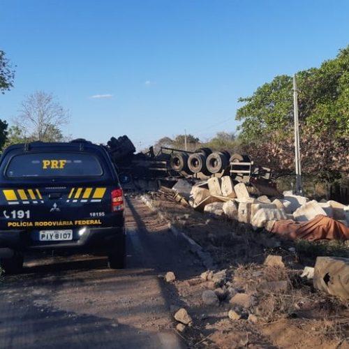 PI   BR-135 é desobstruída após quadro dias de interdição causada por tombamento de caminhão