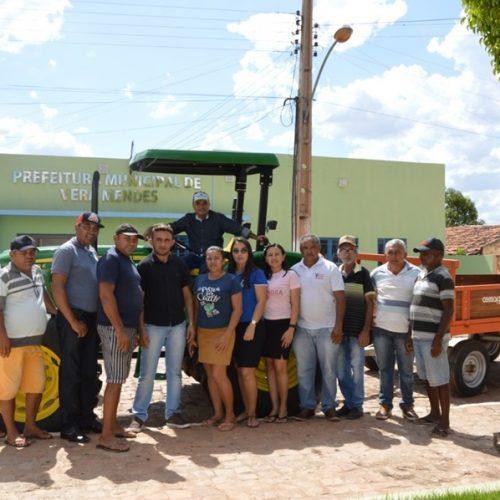 Prefeitura de Vera Mendes recebe trator para reforçar a agricultura familiar