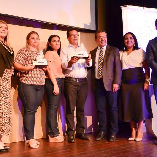 """Prefeito de Caldeirão Grande recebe o """"Prêmio Gestor Educador"""" da Undime Piauí"""