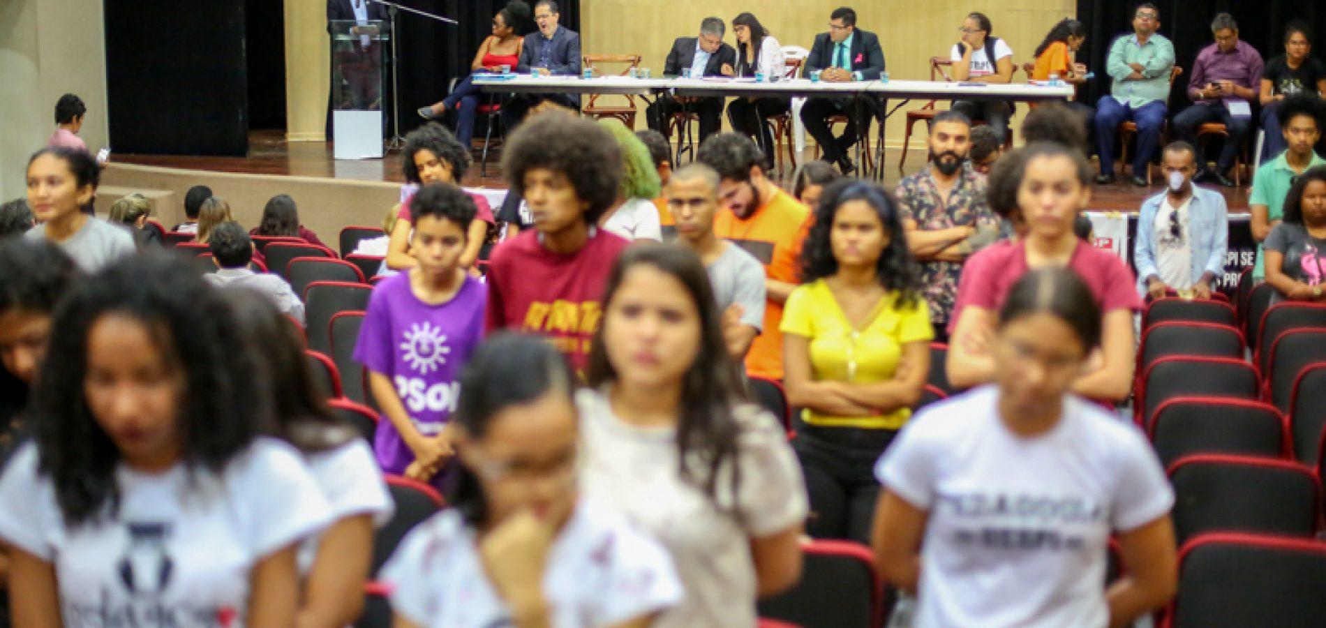 Governo falta à audiência sobre a Uespi e alunos dão as costas para o reitor