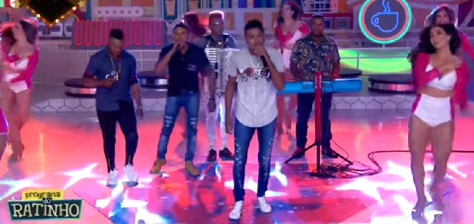 Banda de Isaías Coelho se apresenta no Programa do Ratinho no SBT