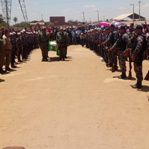 Corpo do ex-comandante da PM De Assis é sepultado em Marcolândia