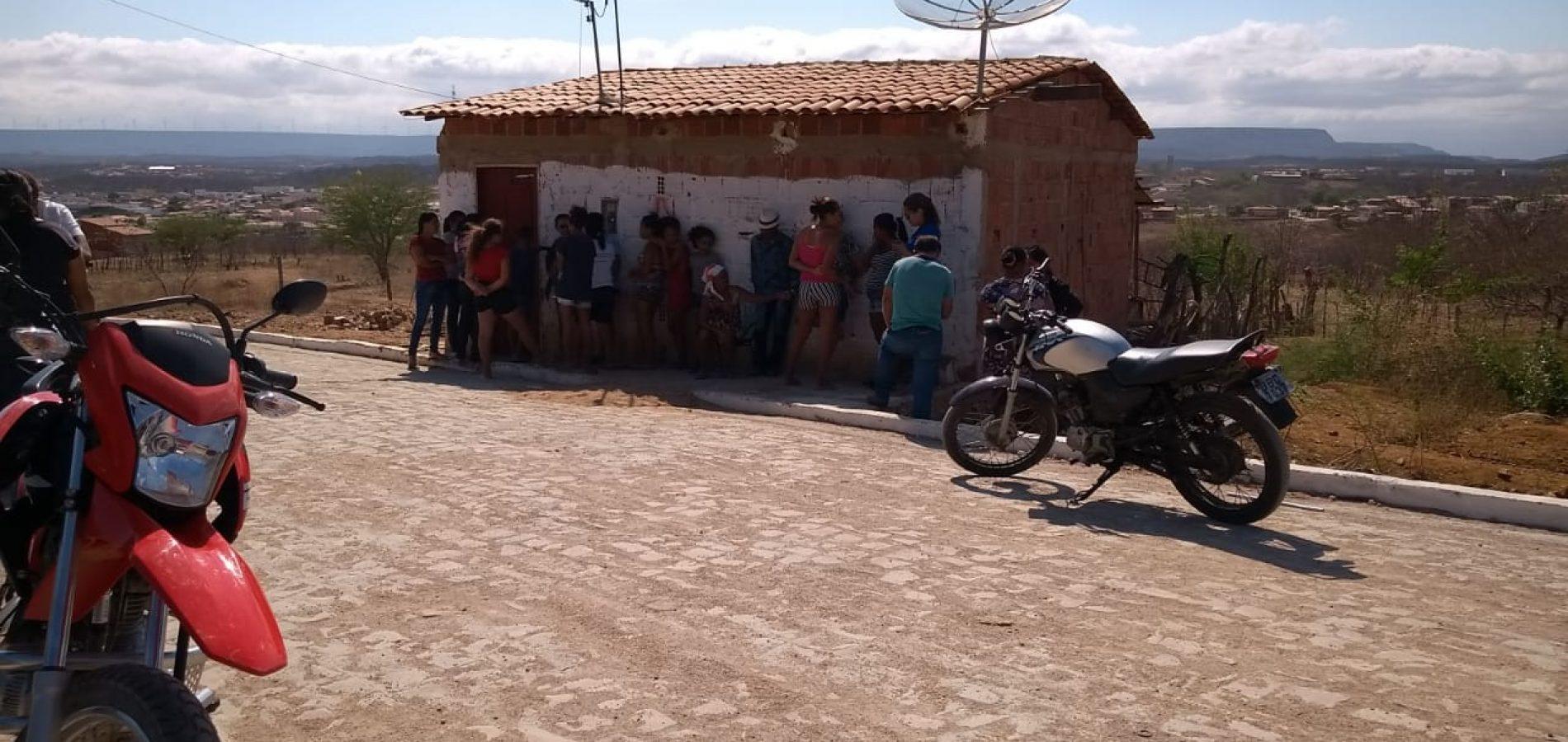 SIMÕES | Jovem de 25 anos é encontrada morta dentro de residência