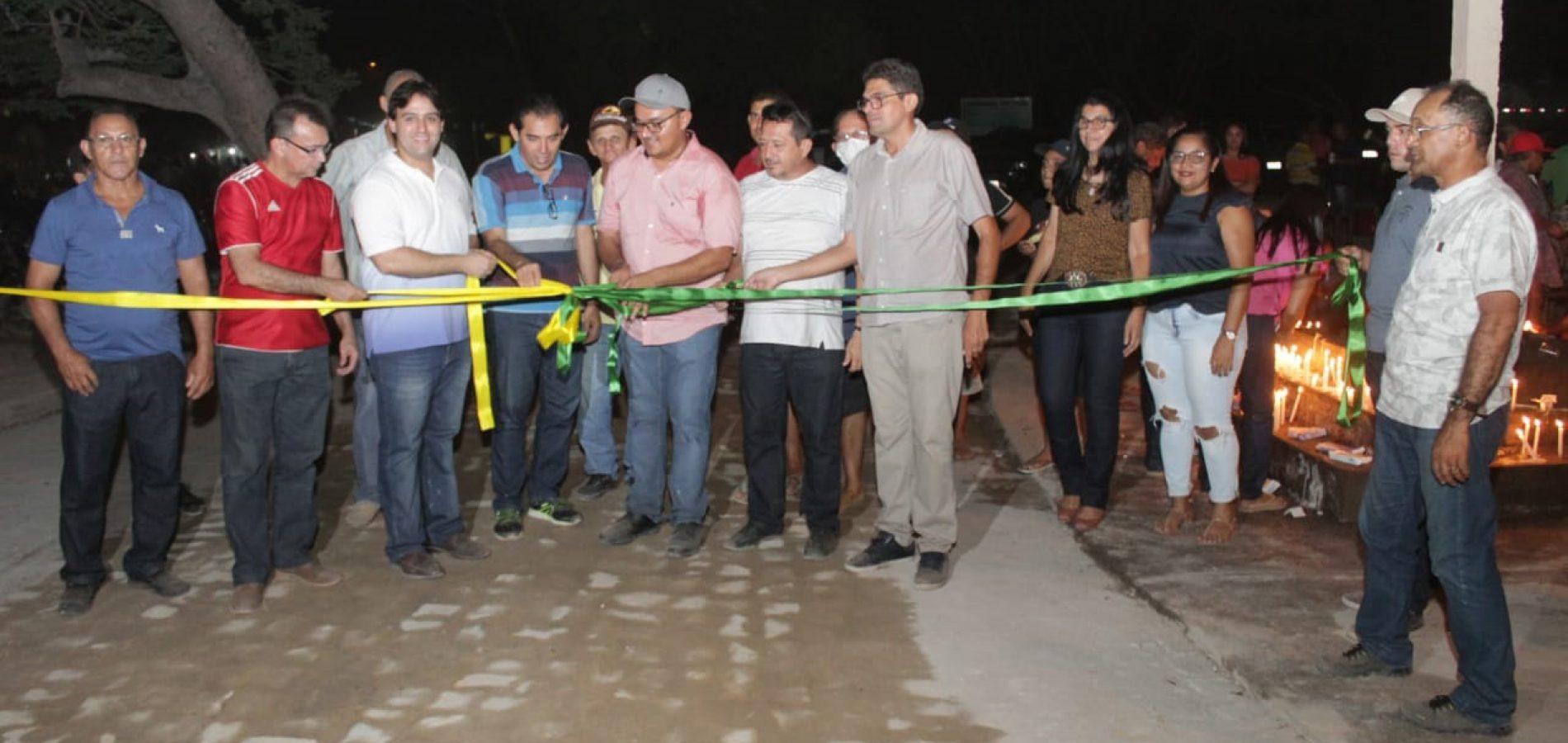 Deputado Flávio Jr. participa de procissão e inauguração de calçamento na zona rural de Beneditinos