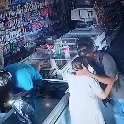 Assaltante beija idosa durante roubo no Piauí e diz: 'não quero seu dinheiro'