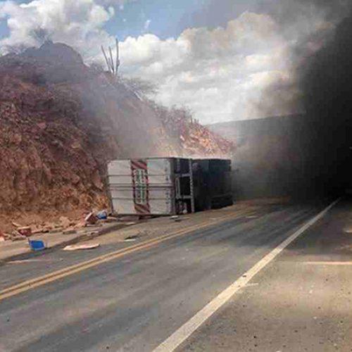 """Confirmada morte de motorista de caminhão que tombou na ladeira do """"S"""" em Marcolândia"""