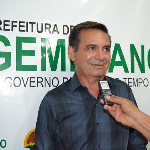 Prefeito Erculano Carvalho reajusta em 17, 84% o salário dos professores de Geminiano