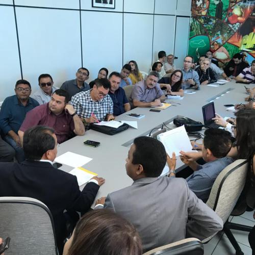 Prefeitos participam de reunião na APPM sobre a regularização do programa Água para Todos