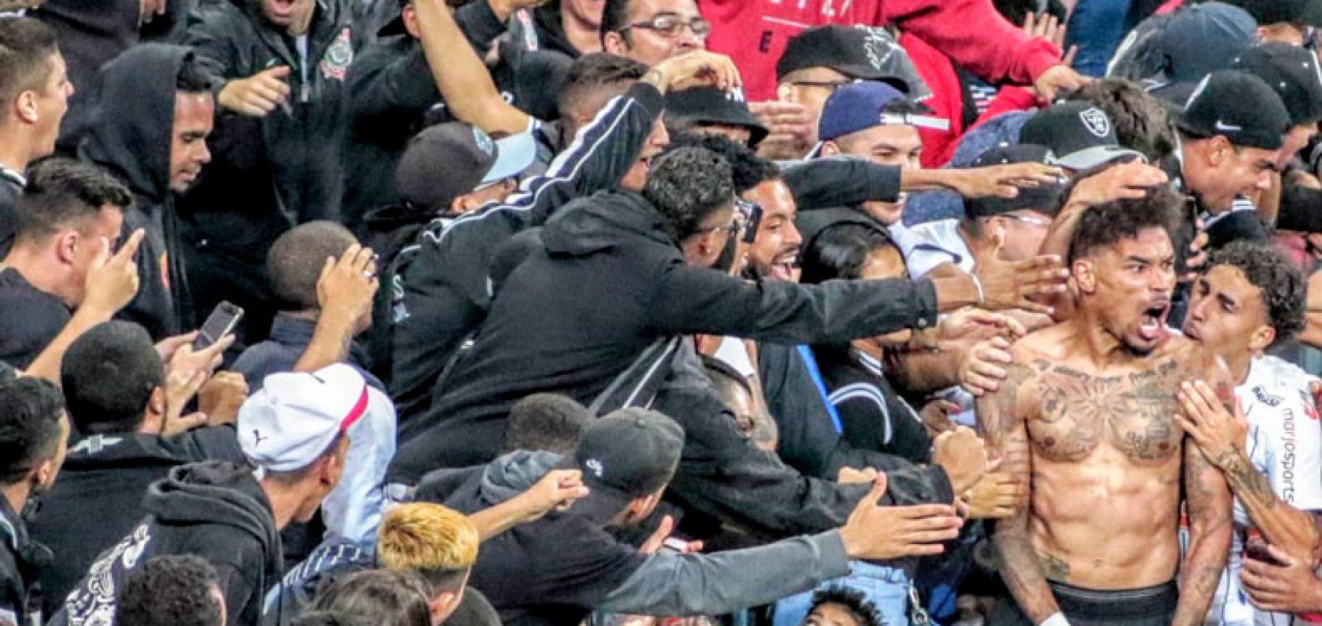 Corinthians encerra jejum, vence Fortaleza e volta ao G-6 do Brasileirão