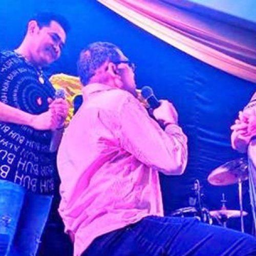 Homem pede namorada em casamento durante show de Batista Lima realizado em Picos