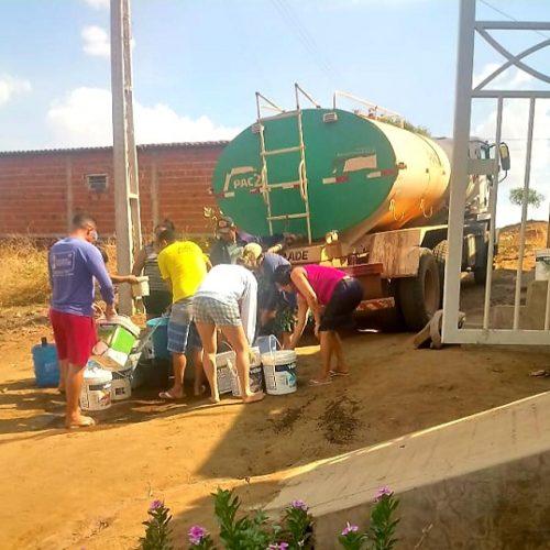 Prefeitura de Santana disponibiliza carro-pipa para abastecer população santanense que sofre com falta de água