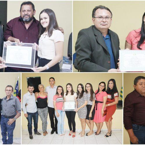Jovem que venceu concurso de redação do projeto Jovem Senador é homenageada pela Câmara de Belém do Piauí