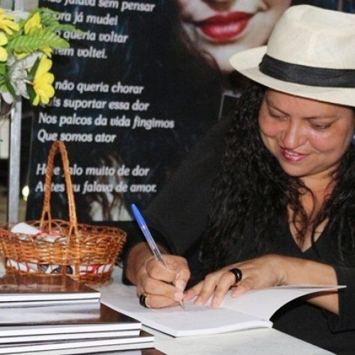 "Escritora jaicoense Hosana Arlinda recebe prêmio ""Destaque Nordeste"""
