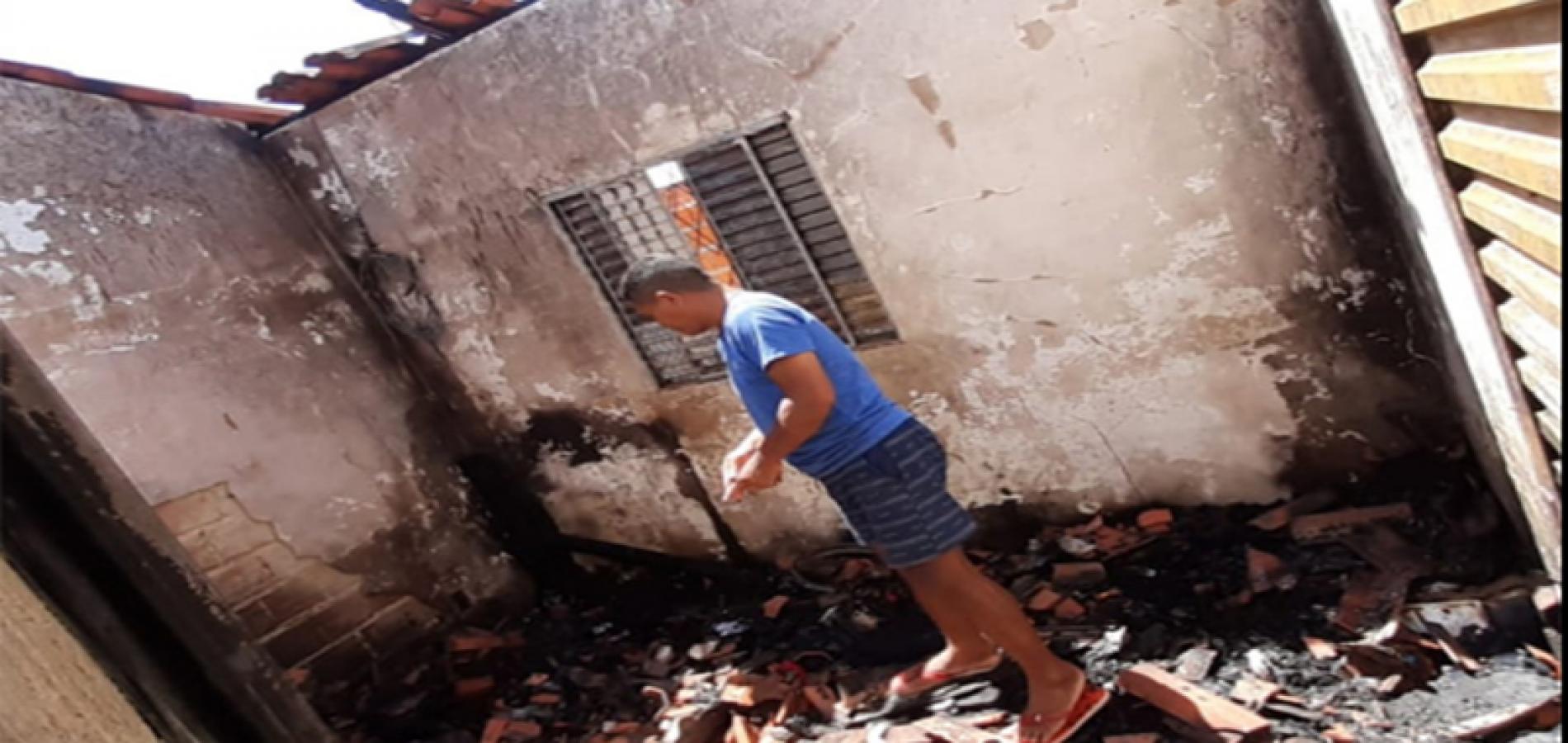 Casa de cabo de PM pega fogo no Piauí e família pede por doações