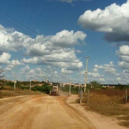 Mesmo sem ajuda do Governo, prefeito de São Julião investe em reforma das estradas vicinais e recupera 360 km