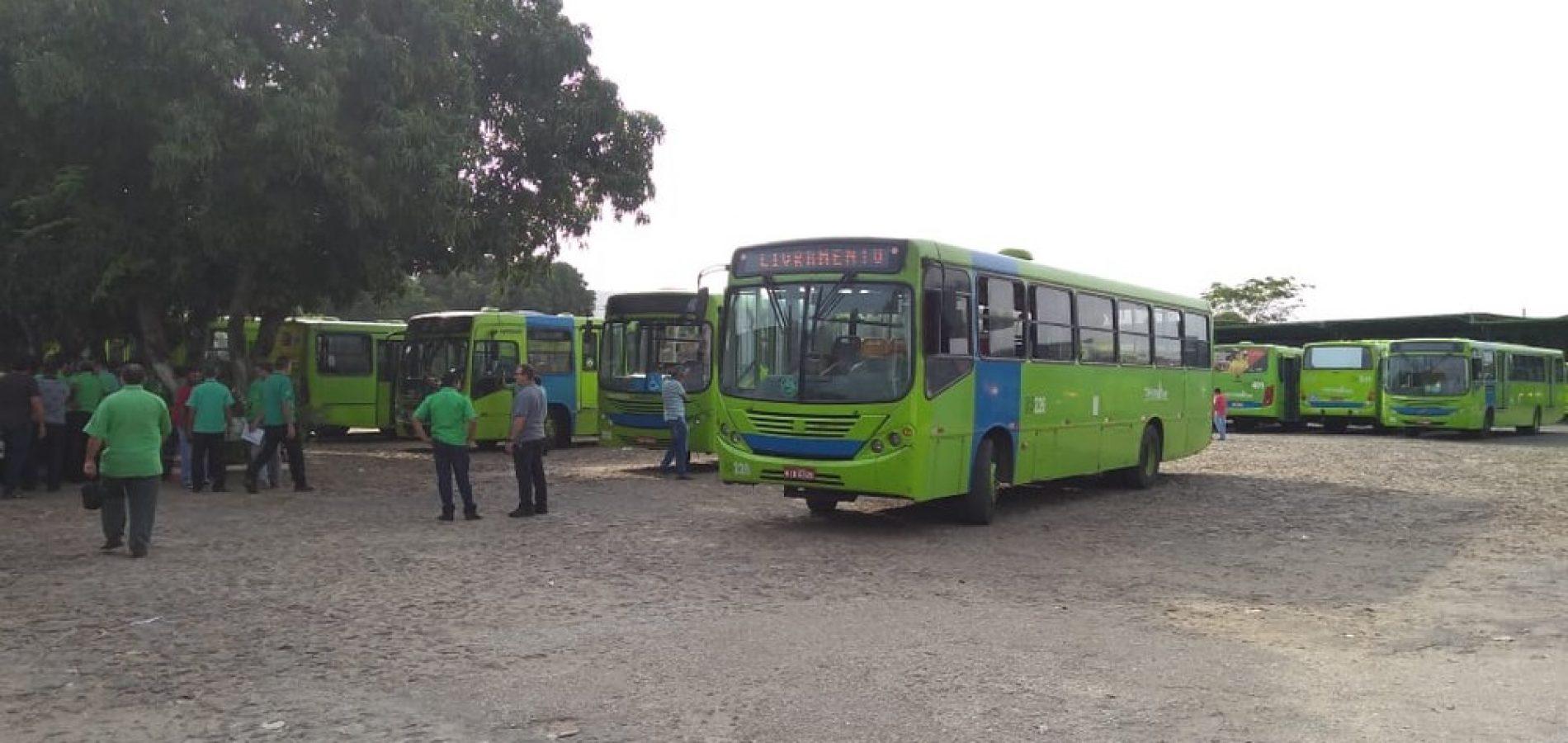 Em protesto, motoristas e cobradores impedem circulação de parte dos ônibus em Teresina
