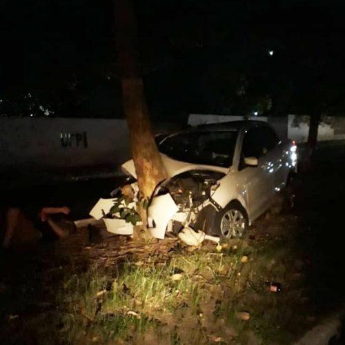 Carro colide com árvore no Piauí e três pessoas ficam feridas