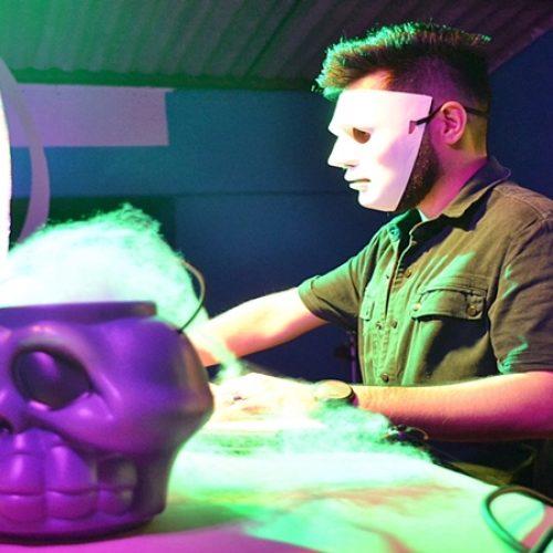 """Confira fotos da festa de Halloween """"Floresta Negra"""" em Simões"""