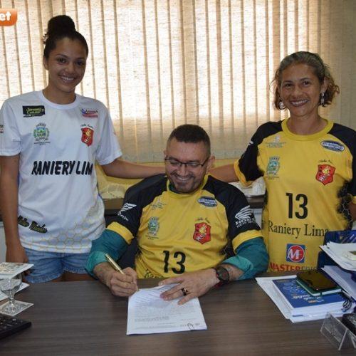 Prefeitura de Picos firma convênio com as Abelhas Rainhas
