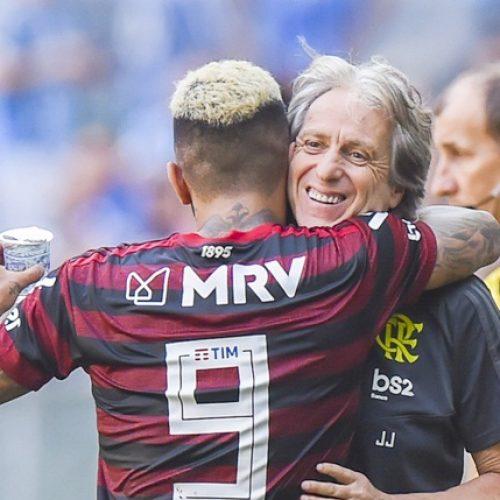 Flamengo vence o Grêmio e fica a uma vitória do título Brasileiro