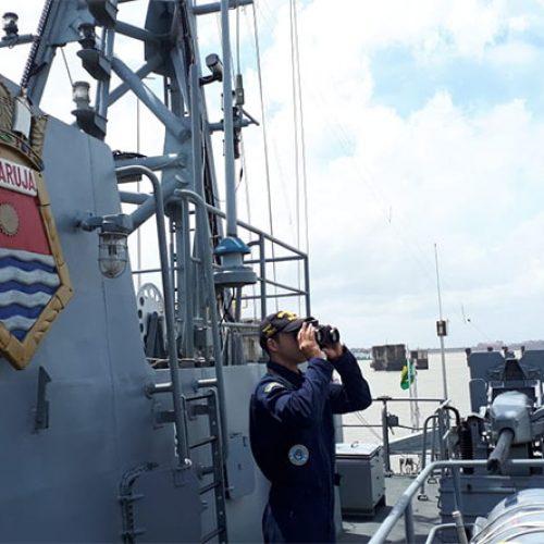 Navio da Marinha passa a monitorar litoral do Piauí em busca de manchas de óleo