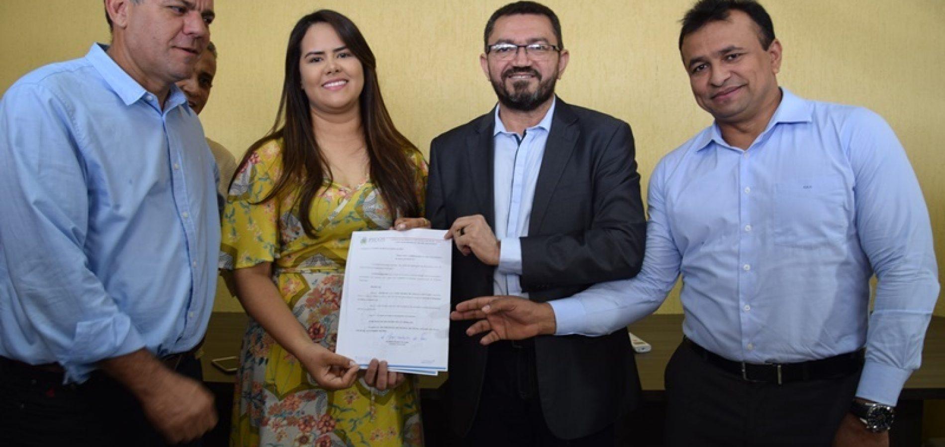 PICOS | Padre Walmir empossa nova secretária de Meio Ambiente