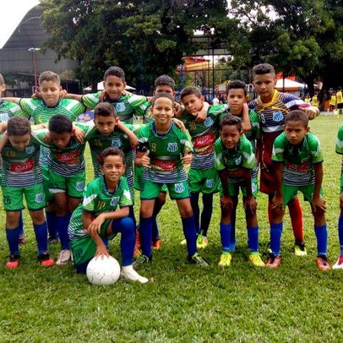 Van com time de futebol sub-11 é alvejada com tiros no Piauí