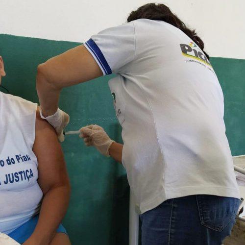 Penitenciária Feminina de Picos vacina detentas e servidores contra o sarampo