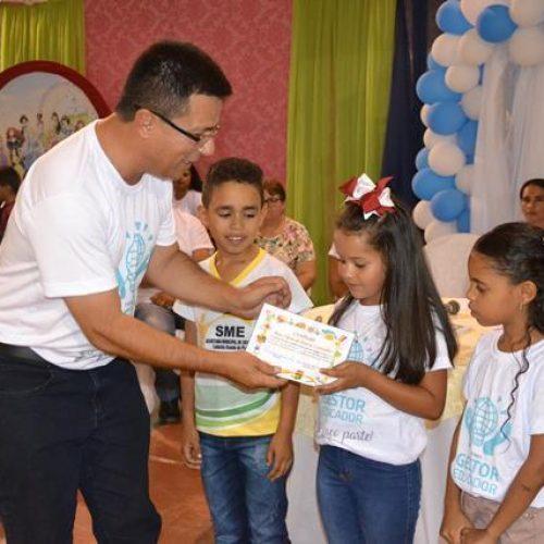 Alunos de Caldeirão Grande do Piauí recebem certificados de reconhecimento por ótimo desempenho em avaliação