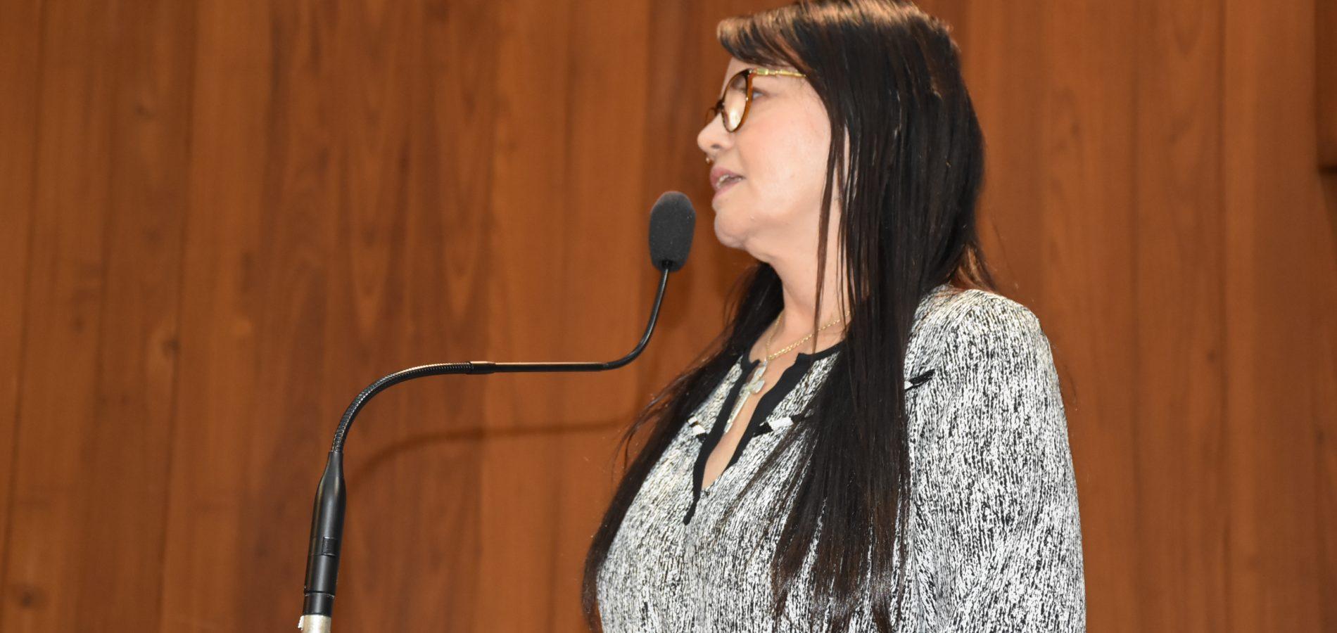 """""""Um presente de maldade para os servidores"""", diz Teresa Britto sobre aprovação da Reforma da Previdência"""