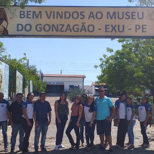 Alunos e professores da EJA de Francisco Macedo participam de uma aula de campo, em Exu no Pernambuco