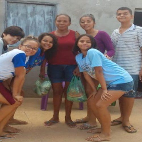 JAICÓS | Alunos da Escolinha Pequeno Polegar entregam cestas básicas à famílias carentes