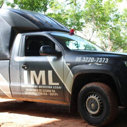 Motociclista colide com poste, é arremessado e morre em quintal de casa no Piauí