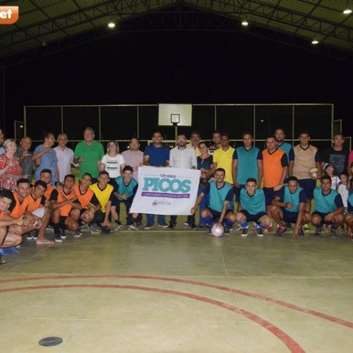 Prefeitura de Picos inaugura quadra poliesportiva no bairro Morrinhos