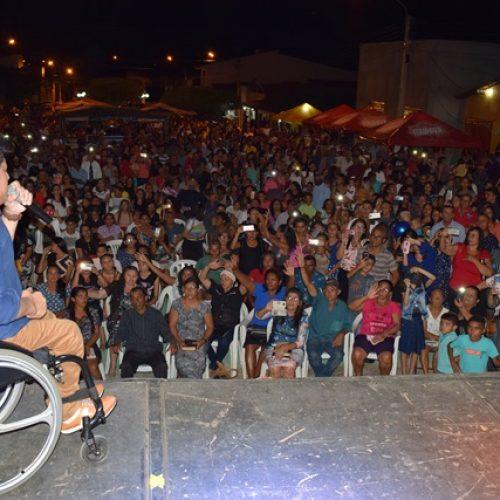 VERA MENDES 24 ANOS | Serviço social, culto e show com Wellington Camargo marcam o Dia do Evangélico