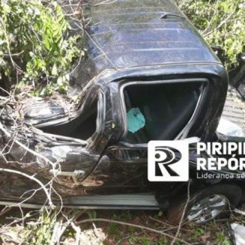 Motorista fica em estado gravíssimo após veículo capotar em rodovia do PI