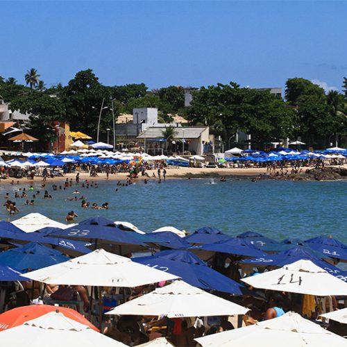 Turista de 19 anos do Piauí é estuprada durante assalto em praia de Salvador