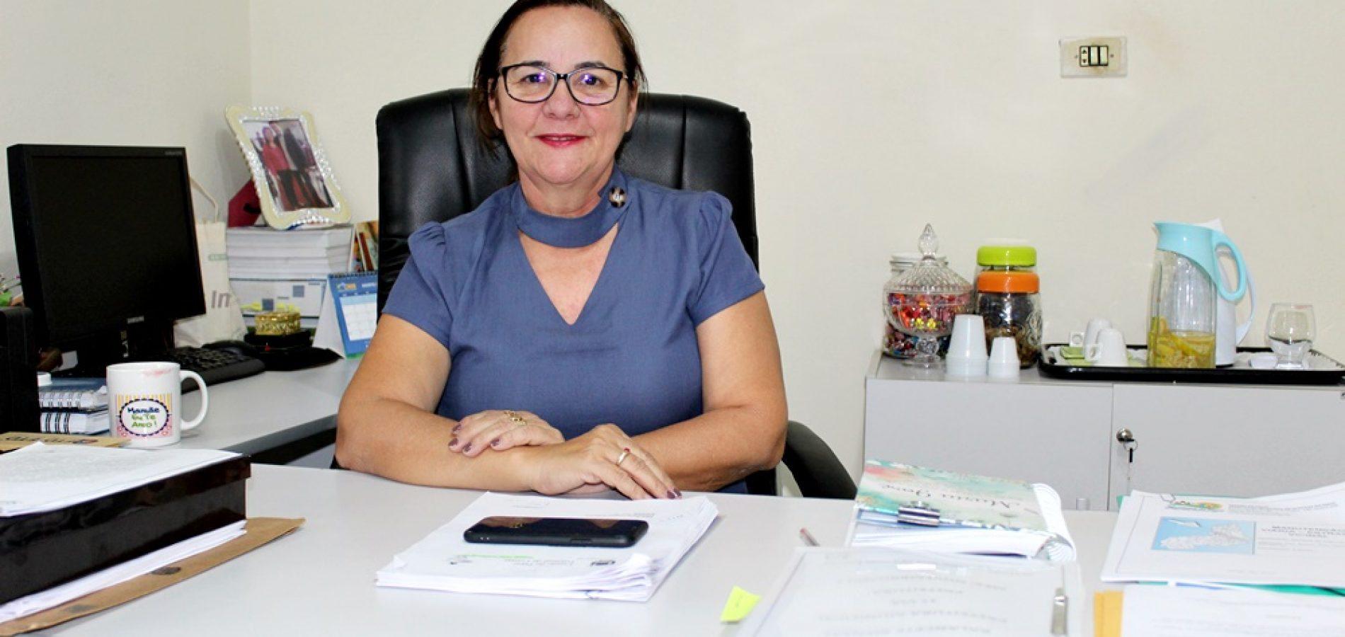 SANTANA | Prefeita Maria José assina convênios para construção de unidade multieventos e pavimentação de ruas
