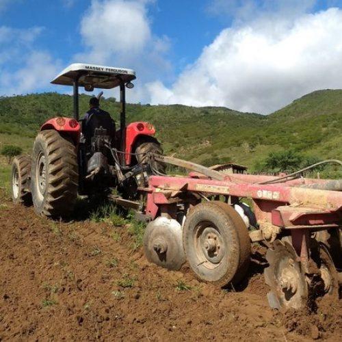 SIMÕES | Prefeitura realiza cadastramento de agricultores para Aração de Terra