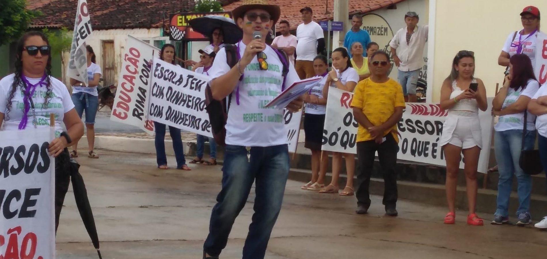 Professores de Vera Mendes  fazem protesto contra a construção de Escolas Municipais
