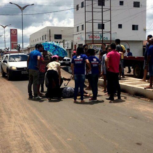 Após implantação de asfalto, motociclista colide com idosa no Centro de Marcolândia