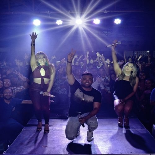 Veja as fotos do showda banda Malla 100 Alça em Simões